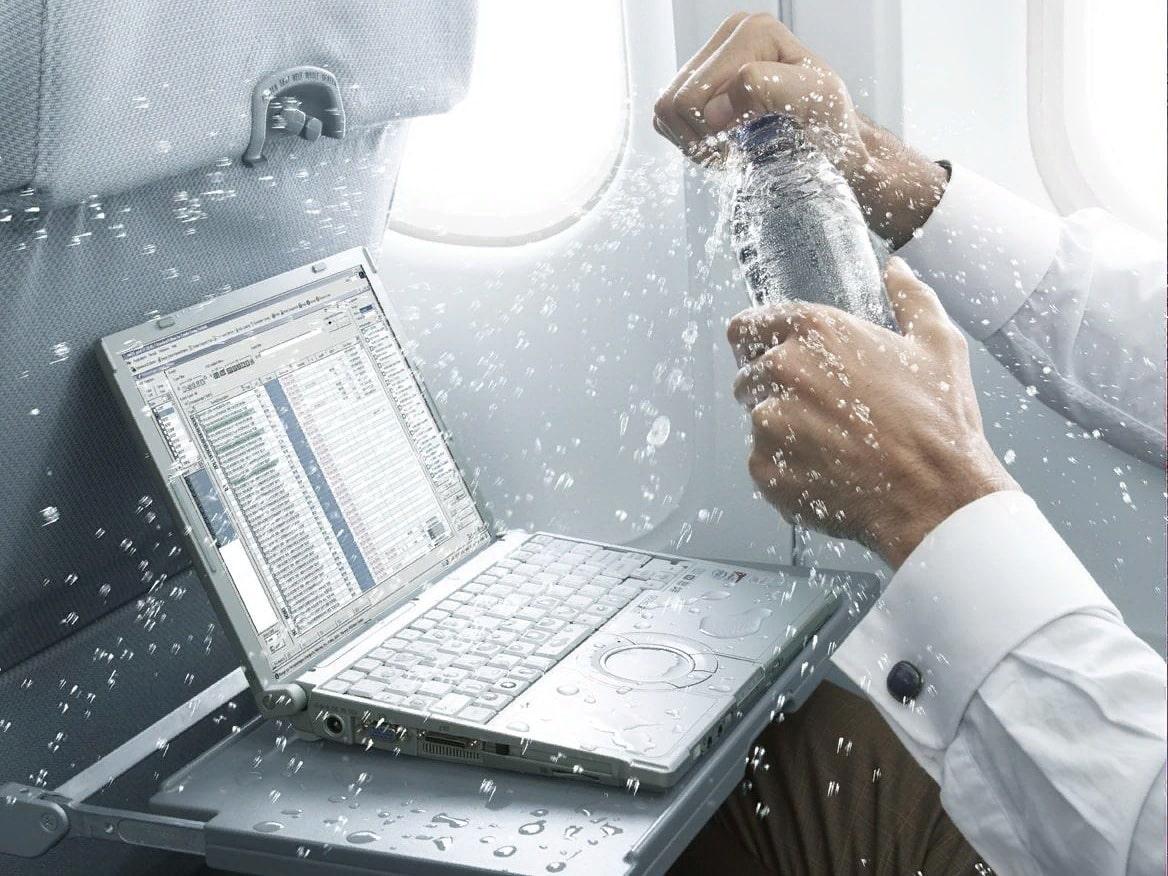 Как пролитая жидкость может навредить работе ноутбука